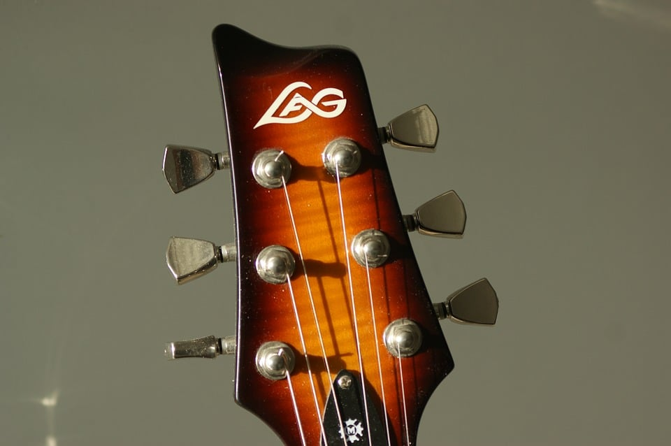 closer look at the head of the guitar