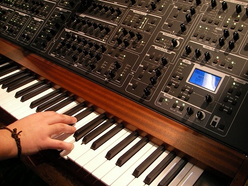 Synthesizer with right hand